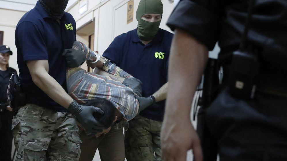 Foto: Uno de los detenidos por planear un ataque terrorista en Moscú, Khodzhiev Davlatyor, es conducido a una audiencia judicial. (Efe)