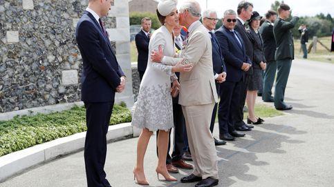 El tierno gesto de Kate Middleton con Carlos de Inglaterra en el funeral del duque