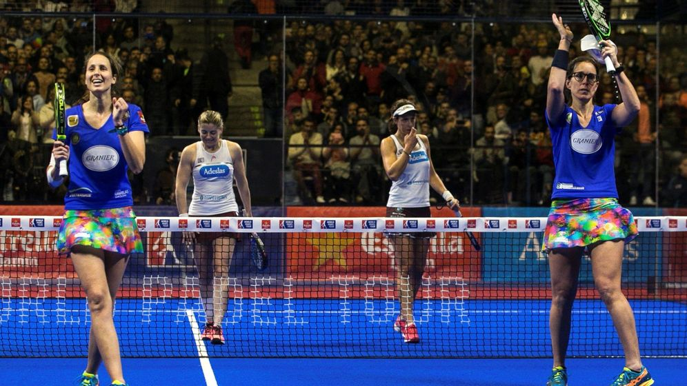 Foto: Gemma Triay (i) y Lucía Sainz (d), en primer plano, ganaron el Estrella Damm Catalunya Master. (EFE)