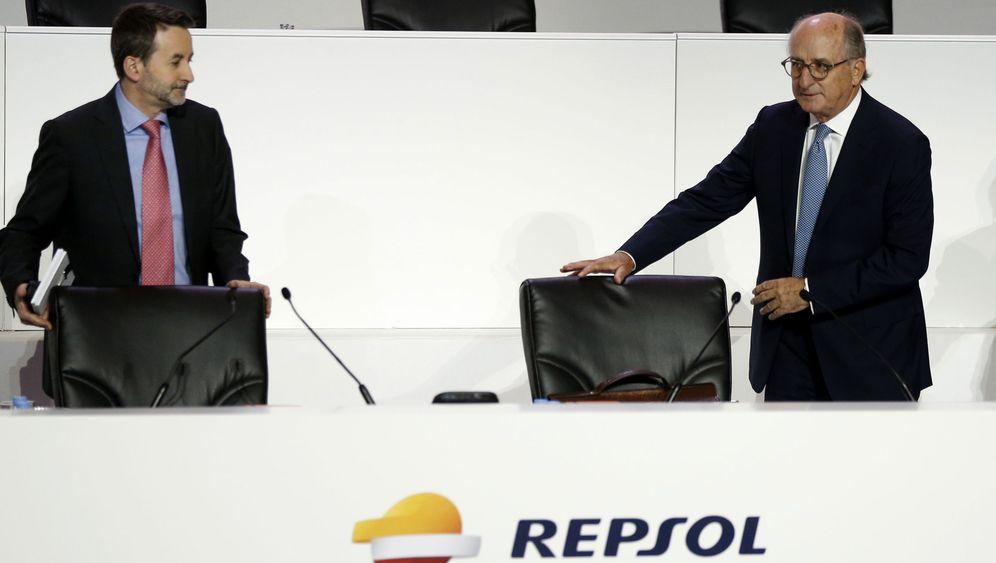 Foto: El presidente de Repsol, Antonio Brufau (d), y el consejero delegado, Josu Jon Imaz. (EFE)
