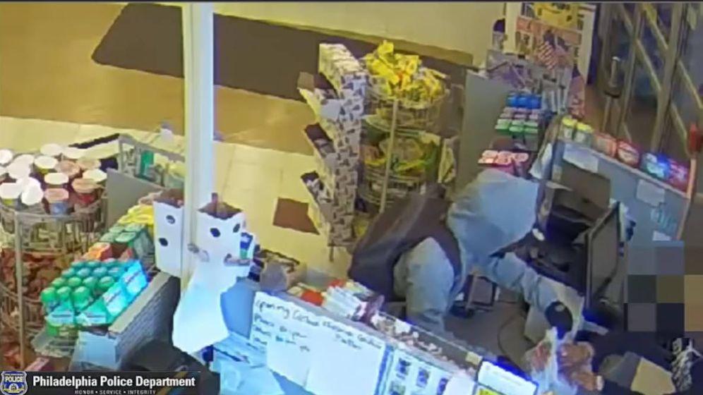 Foto: El hombre dejó su papel pidiendo perdón en la farmacia y se llevó la bolsa con sus compras y el dinero (Foto: YouTube)