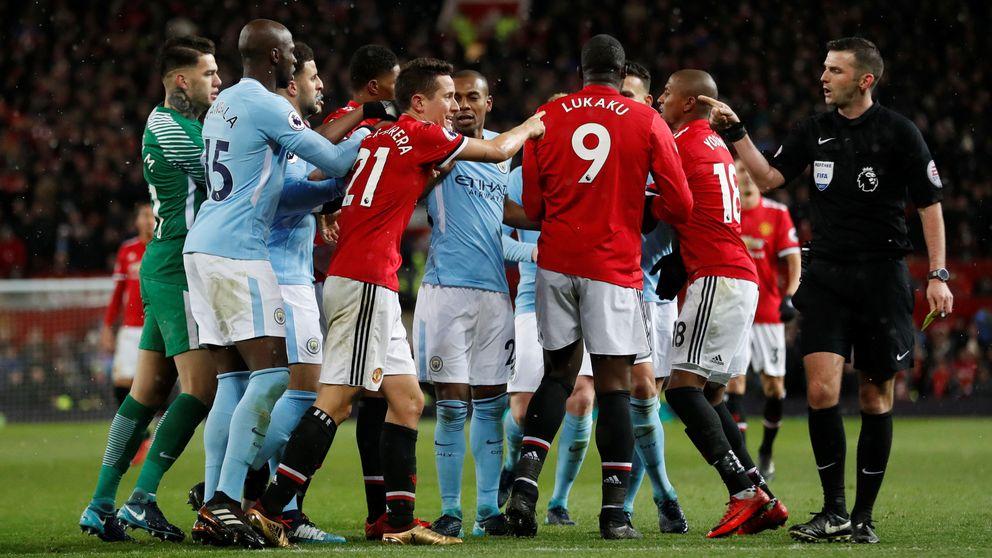 Insultos, puñetazos y botellazos: las dos versiones de la pelea entre United y City