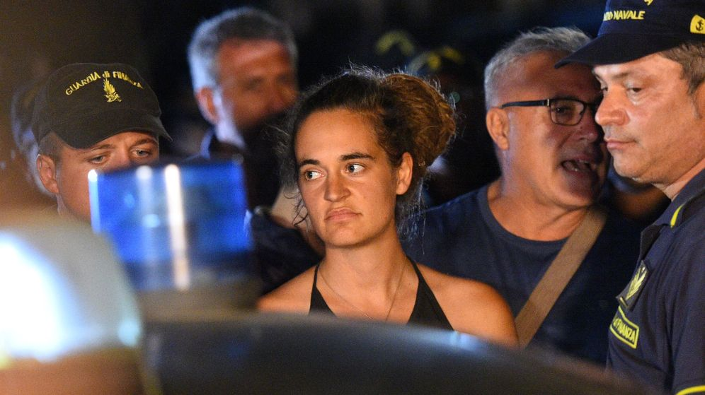 Foto: Carola rackete es detinada tras desembarcar sin permiso el barco que capitanea: el Sea Watch. (Reuters)