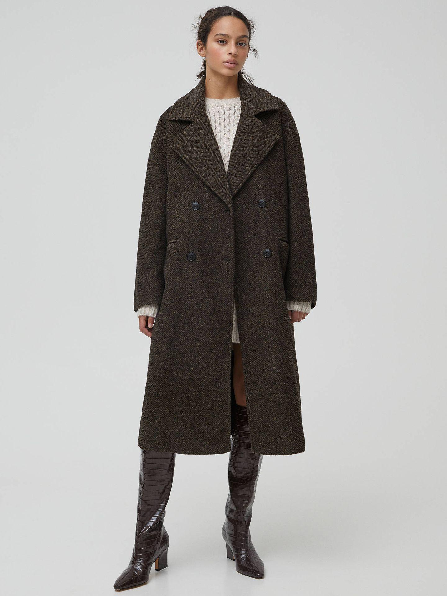Este abrigo de Pull and Bear ha triunfado en ventas. (Cortesía)