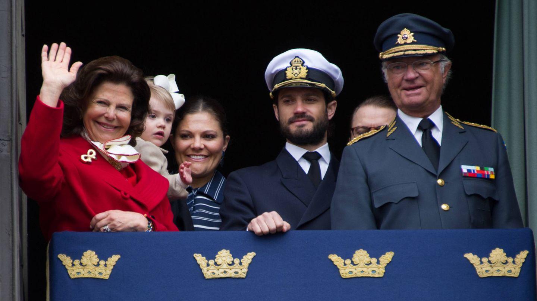 Victoria y Carlos Felipe, junto a los reyes. (Getty)