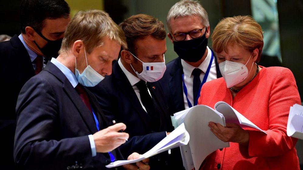 Foto: Los líderes de España, Francia y Alemania charlan durante la cumbre europea. (Reuters)