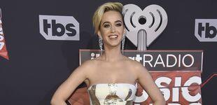Post de Katy Perry presume de sus dientes con tropezones