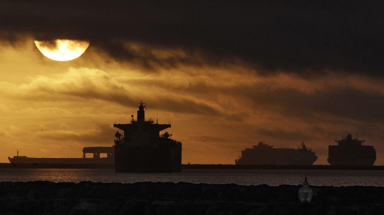 Foto: Buques mercantes cerca de los puertos de Los Ángeles y Long Beach durante una huelga sindical (Reuters)