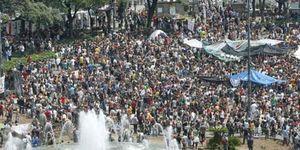 Los 'indignados' abarrotan el corazón de Barcelona y dejan tocada la imagen de Artur Mas