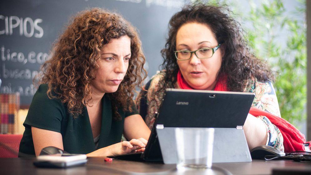 Foto: Sandra Cardona y Alba Gaspar, de VidaCaixa. (C.Castellón)