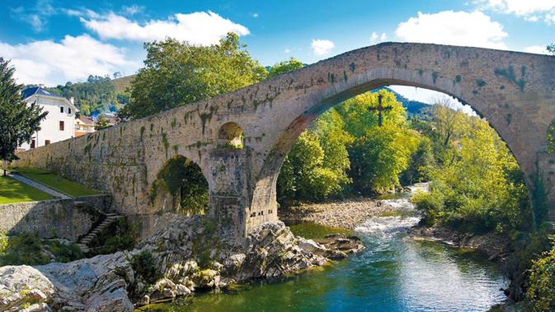 Cangas de Onís, en el camino a Picos de Europa. (Foto: Turismo de Asturias)