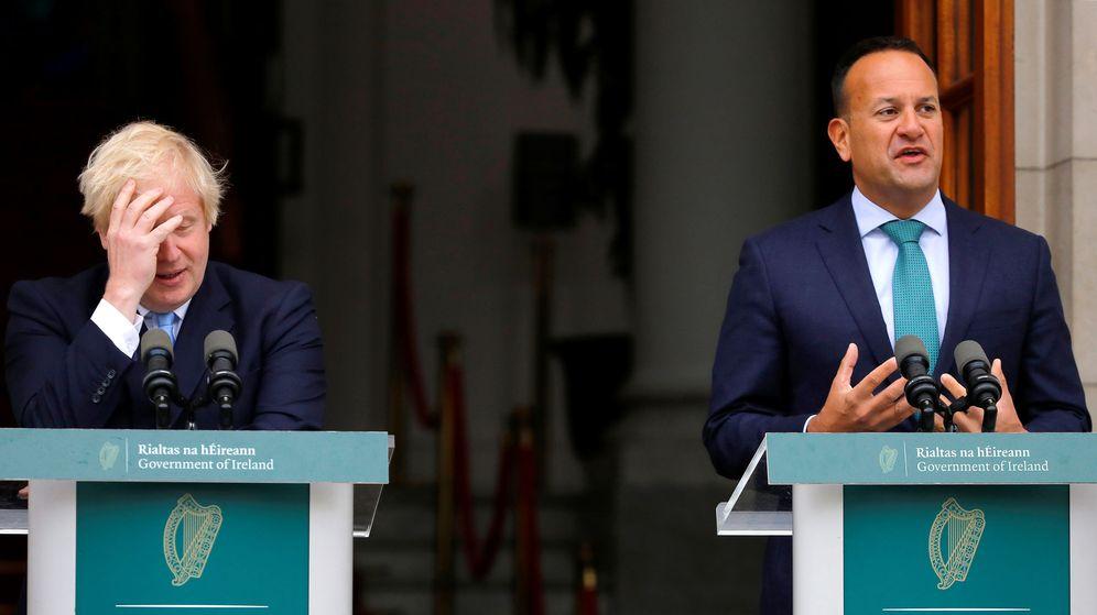 Foto: Leo Varadkar, junto a Boris Johnson. (Reuters)
