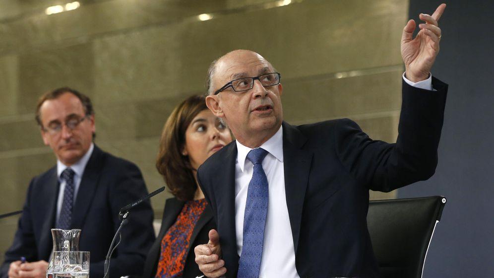 Foto: De izquierda a derecha, Alfonso Alonso, Soraya Sáenz de Santamaría y Cristóbal Montoro. (EFE)