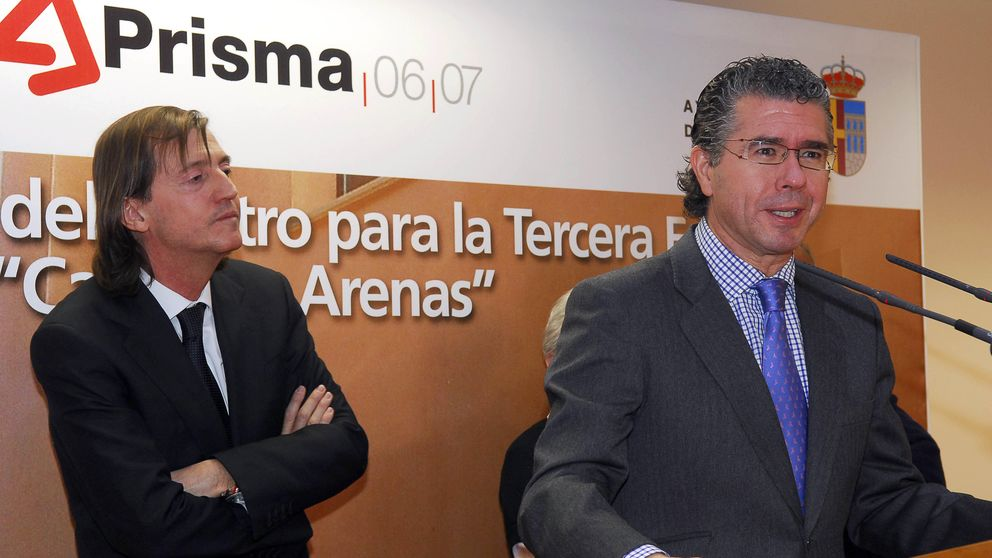 Granados entregó la gestión de 300 millones en licencias a un firma privada