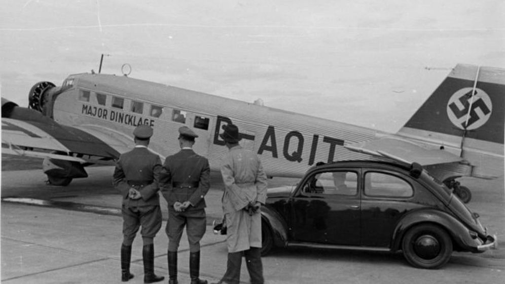 Foto: Avión nazi junto a un vehículo Volkswagen (Foto: CC/Bundesarchiv)