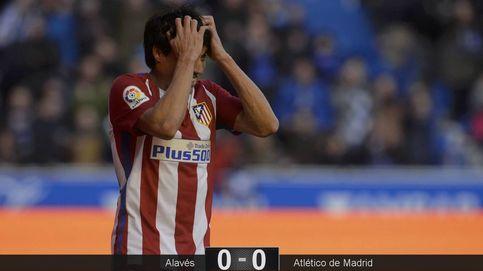 El Atlético se va de Mendizorroza cabreado y con un punto de más