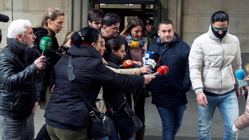 Foto: Miembros La Manda en audiencia de Sevilla. (Efe)