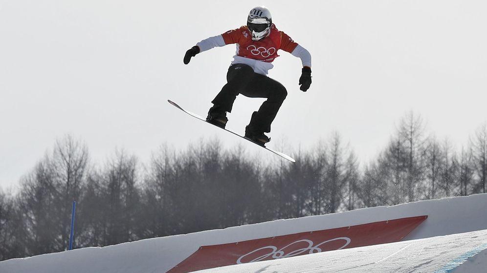 Foto: Regino Hernández saltando por los aires en Pyeongchang. (EFE)