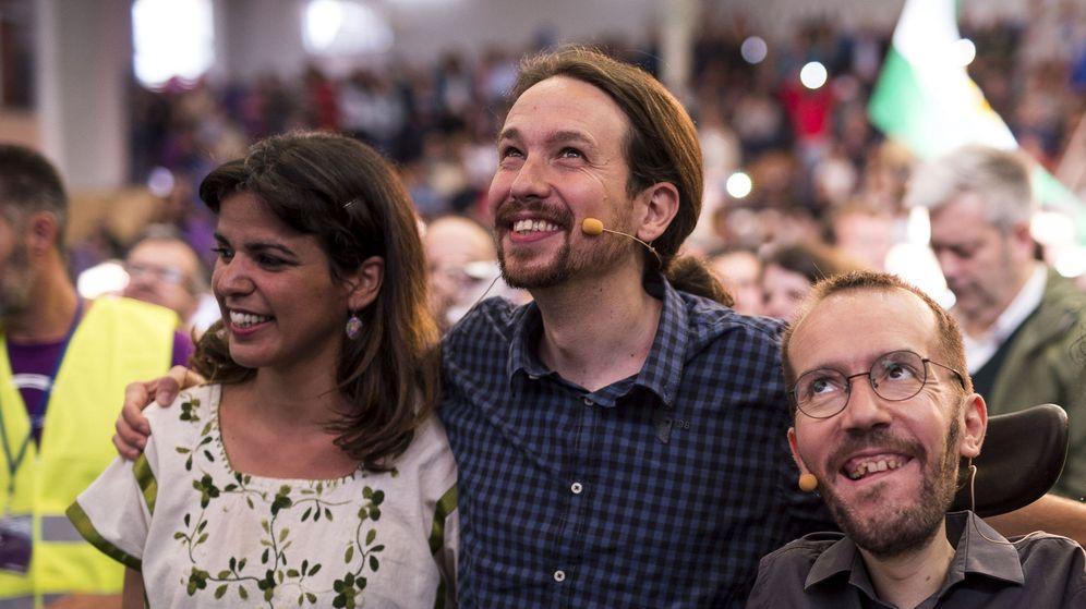 Foto: El secretario general de Podemos, Pablo Iglesias (c), junto al secretario de Organización del partido, Pablo Echenique (d), y la secretaria general de Podemos Andalucía, Teresa Rodríguez. (EFE)