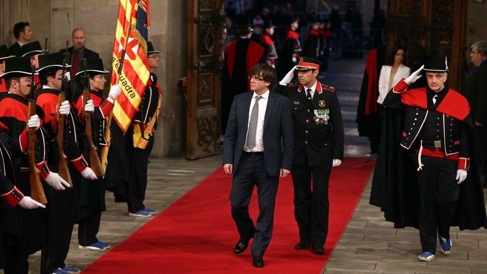 Puigdemont promete fidelidad al pueblo de Cataluña y obvia al Rey y a la Constitución