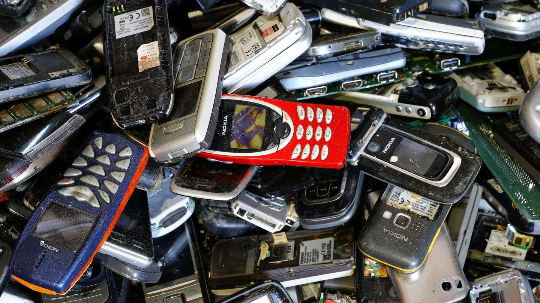 Teléfonos móviles a la espera de reciclaje en Gossau, Suiza (REUTERS)