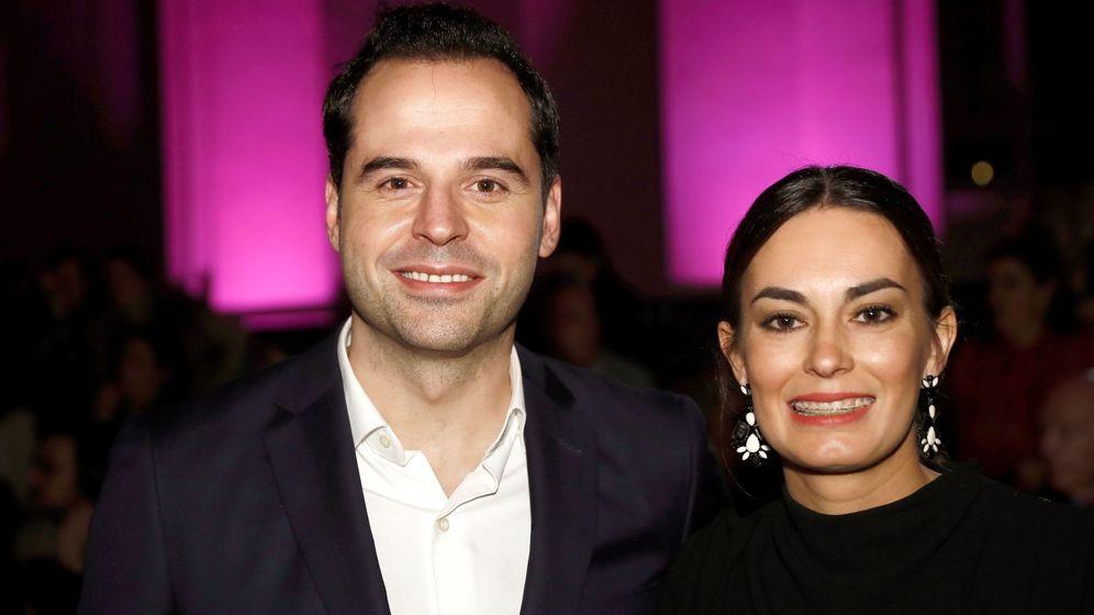 Foto: Ignacio Aguado y su mujer, Paula Lucas. (EFE)