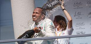 Post de Marga Torres, la española que bañó a Lewis Hamilton en champán (y cuida de su motor)