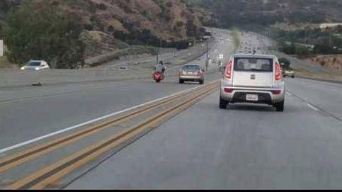 El pique entre un coche y una moto acaba en brutal accidente