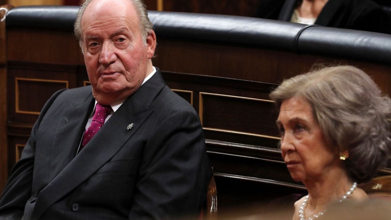 Juan Carlos y Sofía, en el Congreso de los Diputados en el 40 aniversario de la Constitución. (EFE)