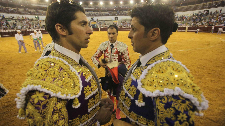 Cayetano y Fran, en la plaza de toros. (Cordon Press)