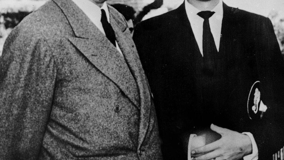 Foto: El rey Juan Carlos, junto al conde de Barcelona. (CP)