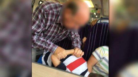 Los niños no quisieron quitar los pies del asiento del tren. Se lió muy gorda