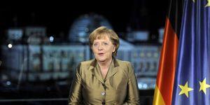 Merkel apela a una firme cooperación para lograr el éxito del euro