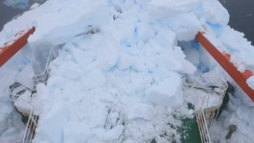 Un buque chino choca contra un iceberg en la Antártida