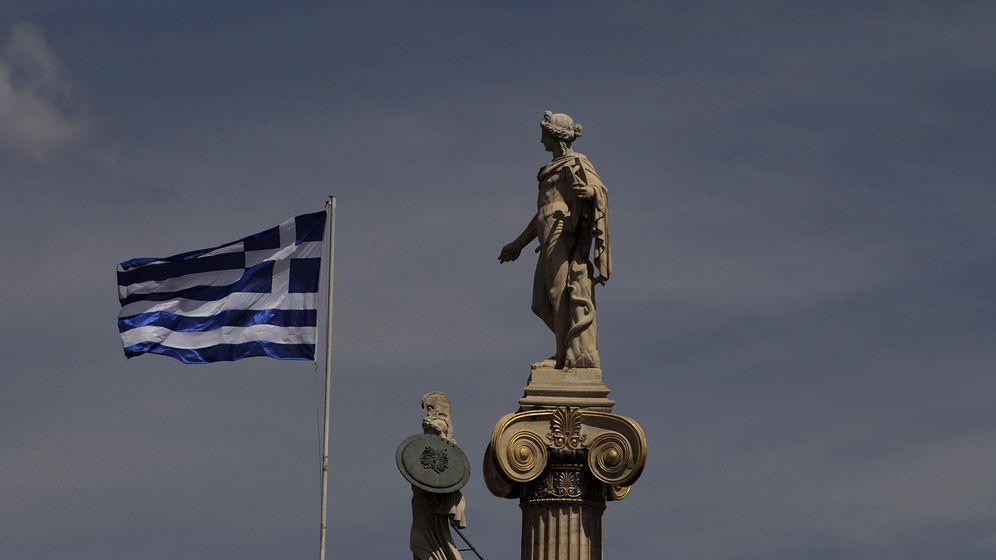 Foto: Una bandera de Grecia ondea en Atenas. (EFE)