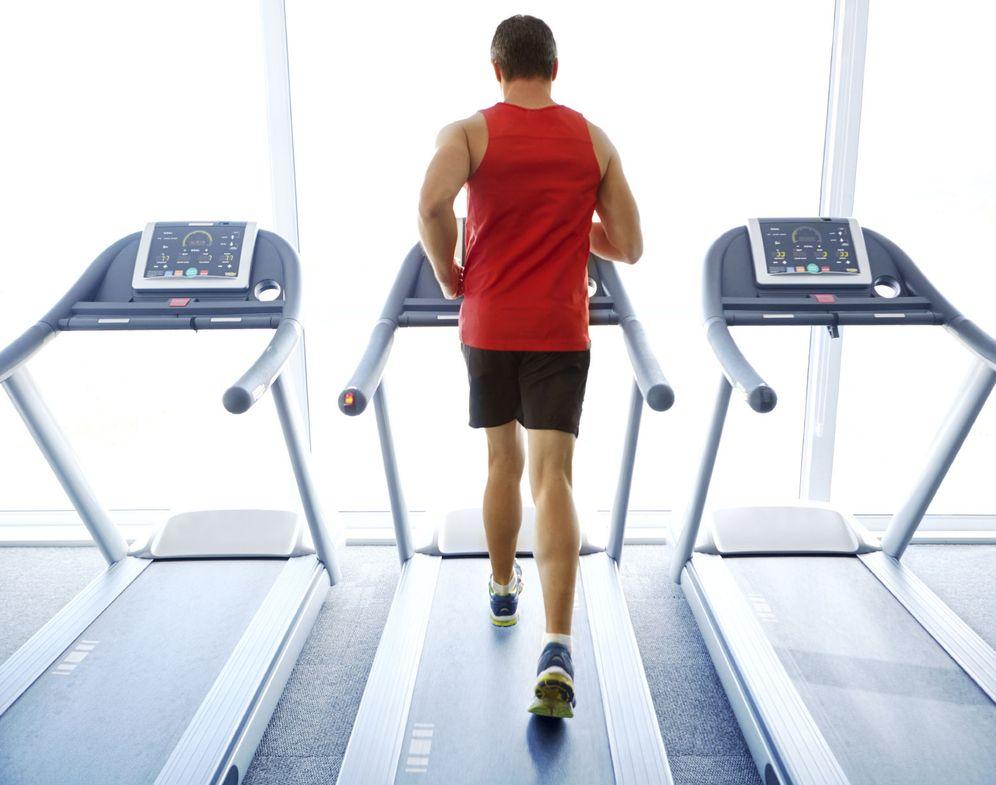Foto: Correr en cinta puede ser más entretenido de lo que crees. (iStock)