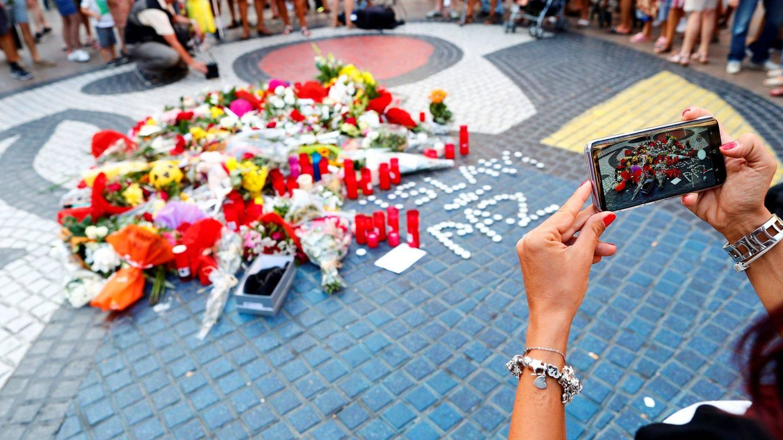 Foto: Momento del homenaje a las víctimas de los atentados del 17-A de agosto de 2017. (EFE)