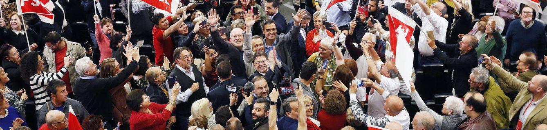 Foto: Pedro Sánchez, con Pedro Duque, Ximo Puig y Frans Timmermans, este 23 de marzo en el paraninfo de la Universidad de Alicante. (Inma Mesa | PSOE)