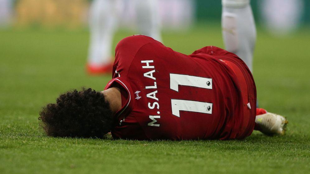 Foto: Mohamed Salah no pudo acabar el partido contra el Newcastle que jugó el Liverpool el pasado sábado. (Reuters)