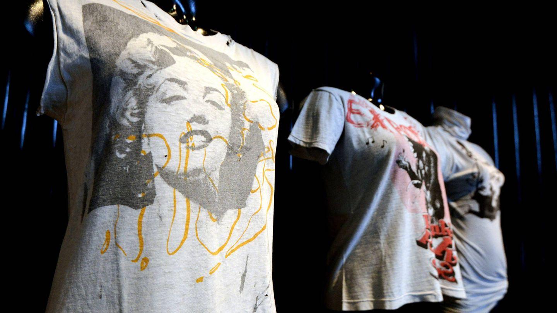 Vista de la camiseta Piss Marilyn creada por los diseñadores británicos Vivienne Westwood y Malcolm McLaren. (EFE)