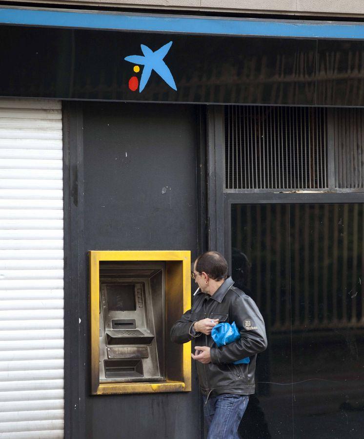 Justicia aval judicial a caixabank por cobrar comisiones for Comisiones cajeros