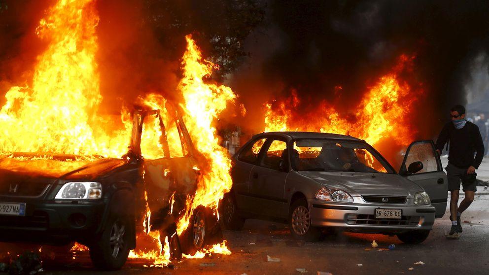Caos y coches en llamas en Milán por las protestas contra la Expo 2015