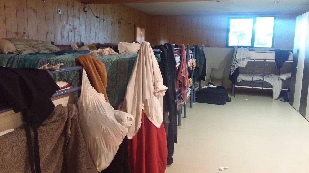 Foto: Una de las tres habitaciones para empleados y estudiantes en el sótano de Azurmendi.