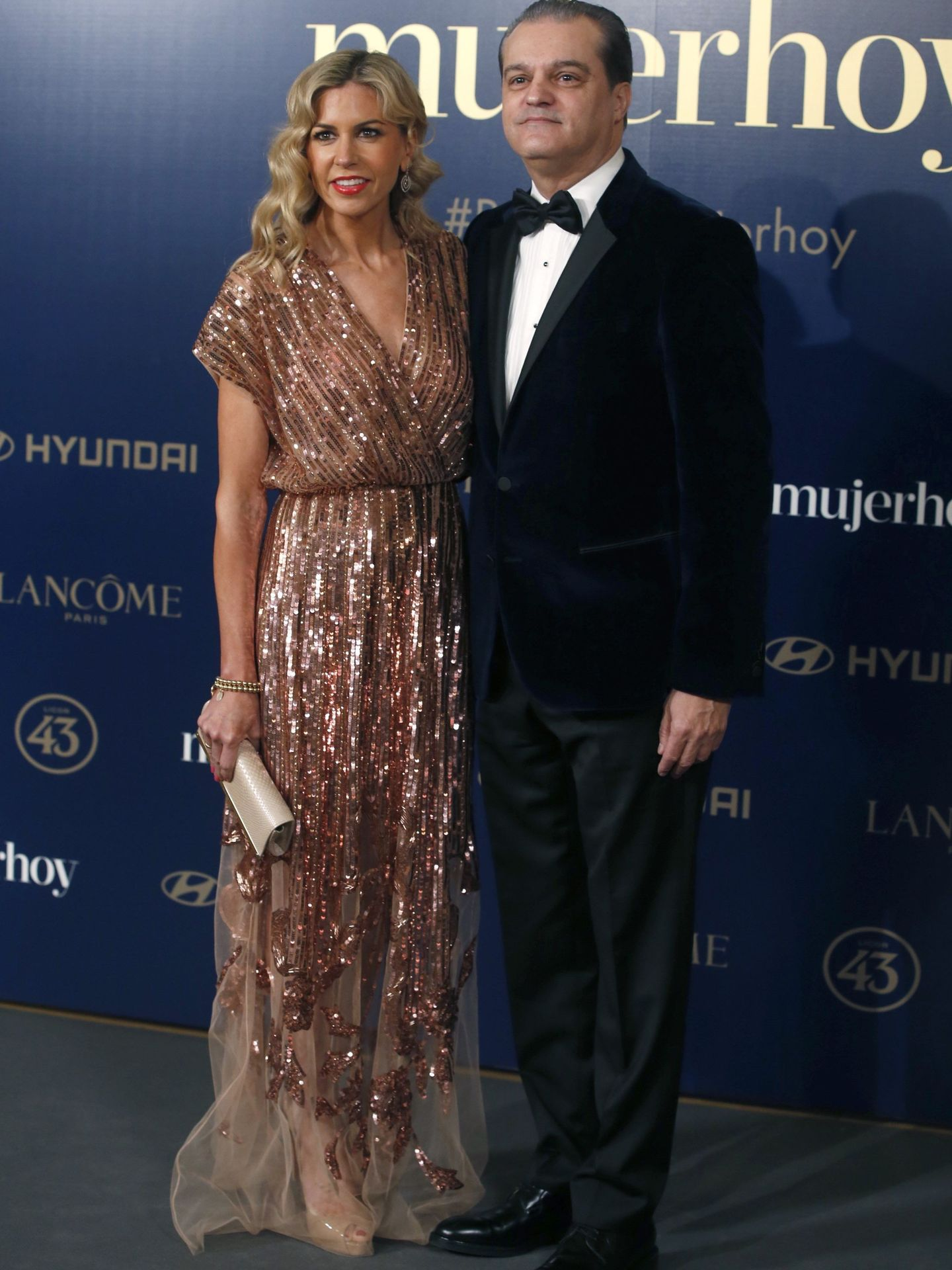 Con su mujer, Patricia Cerezo. (EFE)
