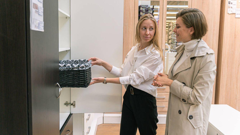 Armarios de cocina para ganar espacio de almacenamiento y decorar al mismo tiempo