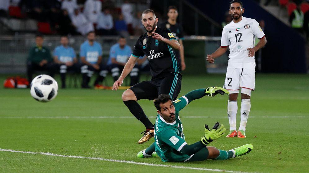 Foto: Benzema la lanza al poste. (Reuters)