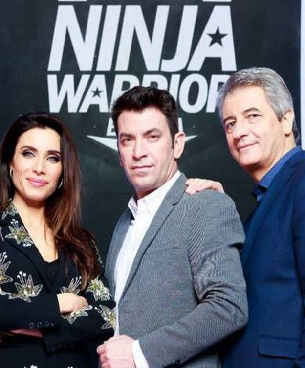 Foto: Los tres presentadores de la versión española de 'Ninja Warrior'. (Atresmedia).