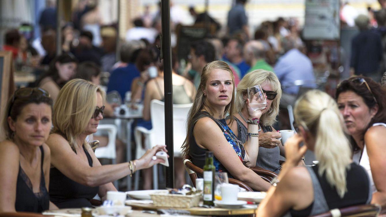 El negocio de hoteles, bares y restaurantes crece ya más del doble que el PIB