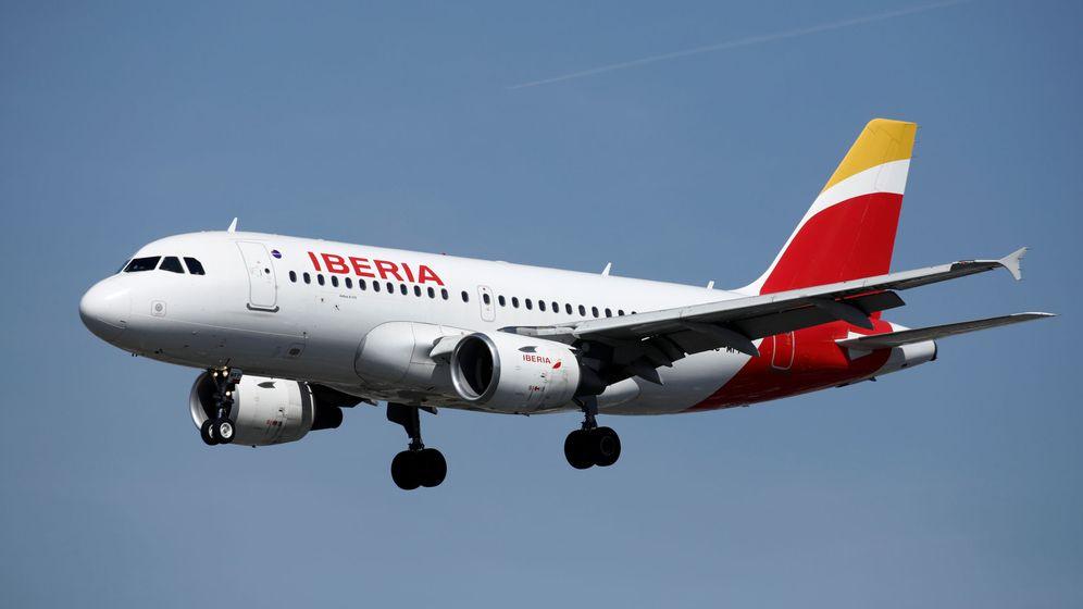 Foto: Un avión de Iberia, una de las aerolíneas que ha cancelado vuelos a China. (Reuters)