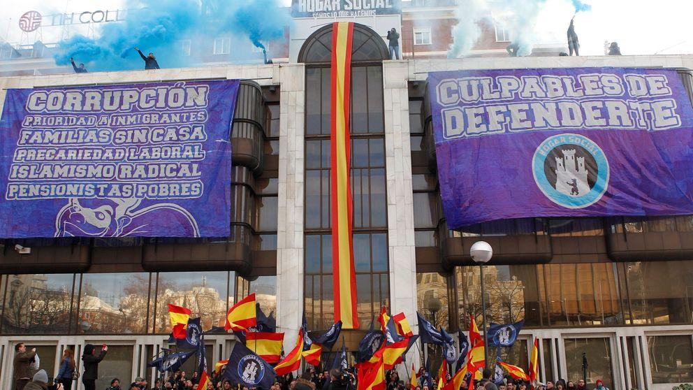 Desalojados los neonazis de Hogar Social Madrid que okupaban el Banco Madrid